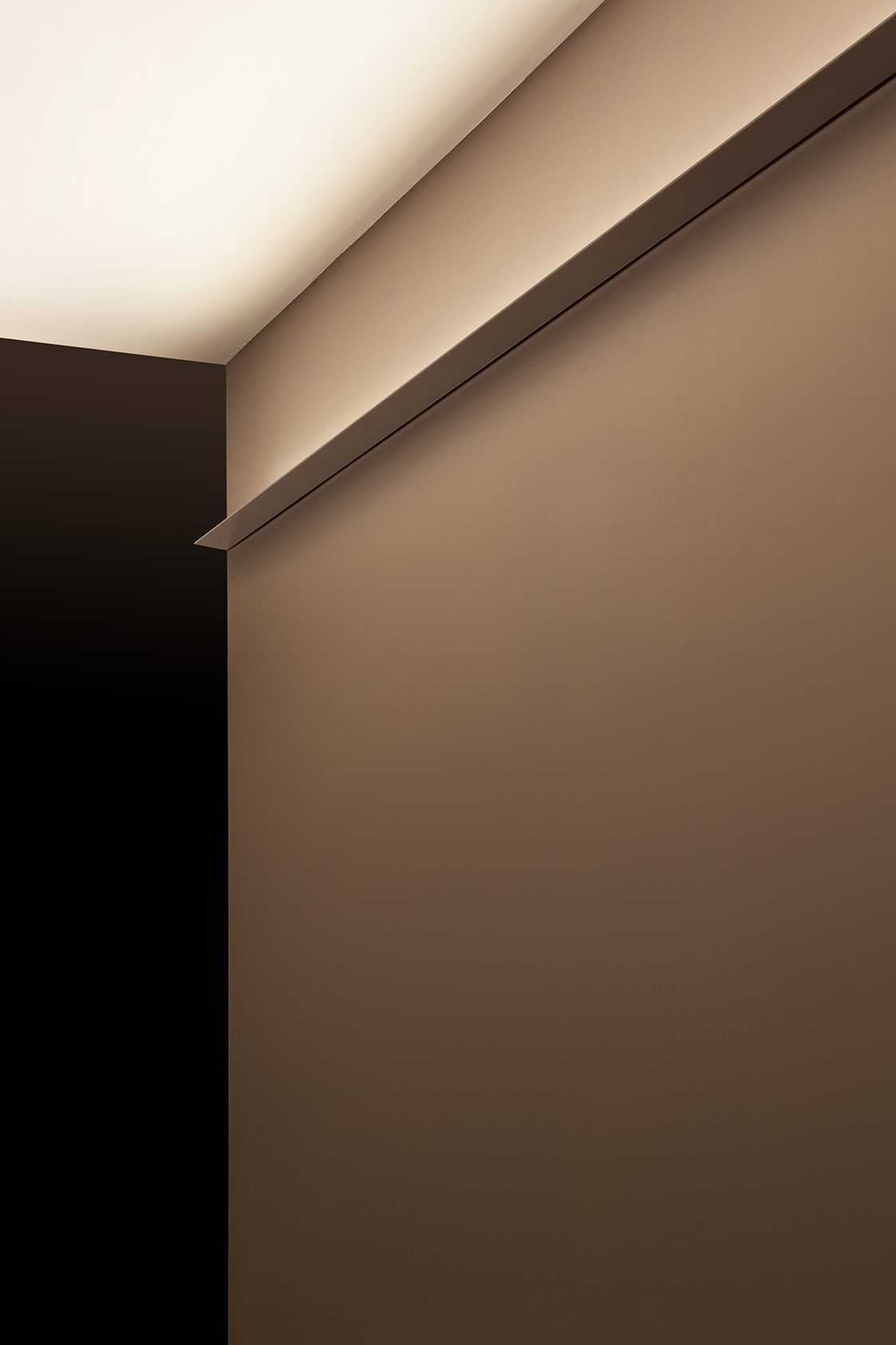 Thin LED Indirect Wall Lighting Fixtures 3